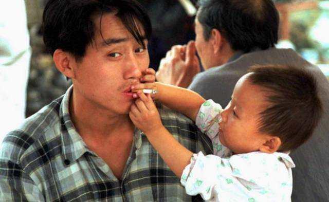 为何在中国控烟那么难?征税就能控烟吗?